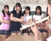 リコーダーをピロピロしてたらクラスの女子達にバレて顔面騎乗でお仕置きされてしまいましたww