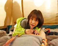 彼女と参加したキャンプでBBQ中にテントの中で美女に囁き淫語で誘惑されて寝取られフェラされた 戸田真琴