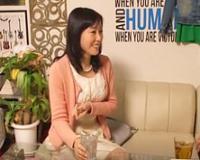 【熟女ナンパ】55歳の派遣事務の人妻OLが若者の自宅で寝取られる!
