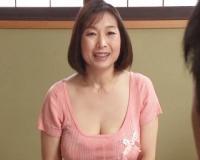 〖五十路熟女〗豊かな乳房にチェリーのボクはフル勃起 ドピュッと中出し