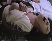 汚い男根を口の中に突っ込まれゴム無しセックスで悶絶させられる巨乳奥さん!