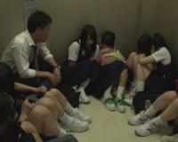 【地獄絵図】いつも馬鹿されてる中学教師が教え子10人とエレベーターに閉じ込められた!→復讐の中出しレ●プへ…