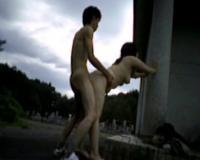 【個人撮影】墓参りで行った田舎で親戚の叔母と禁断の青姦した男子大学生のハメ撮りスマホ動画!その2