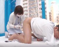 〚素人ナンパ〛アナルに体温計突っ込まれ勃起した男に対応『イキそうになったら言ってくださいね♡』優しくしごく巨乳看護師!