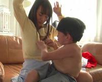 《ショタコン》「ちょっと!ぼうや、そんなとこ触っちゃダメだよ♡」超乳な美少女が子供とセックスしちゃうヤバイやつww