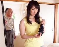 オナニーする欲求不満の嫁!ある日部屋を覗いたら嫁の身体をまさぐる親父の姿を目撃してしまい衝撃のフル勃起