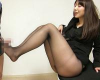 【三十路熟女】「興奮してるんだぁ?♡」」ムチムチ太ももがクソエロい、綺麗なおばさんの黒パンスト美脚やマンコに擦り付けるw