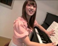 【ピアノ講師ハメ撮り】「いけませんわ♡」でスレンダー巨乳おっぱい、ドMの痴女ギャル!スパンキングで感じるお嬢様系美女w
