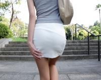 【ガリ巨乳おっぱい】野外露出で羞恥する美女!!超乳・美脚・タイトスカートの大人しいスレンダーお姉さんをハメ撮りしちゃう!