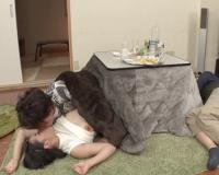 【NTR】「んん♡欲しい…♡」酔いつぶれた男友達の彼女をコタツで寝取り!ニーハイでムチムチ巨乳おっぱいギャルの裏切りH!