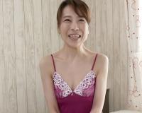 【五十路・人妻熟女】「いっぱいしてっ♡♡」スレンダー巨乳おっぱい美魔女おばさんの初撮りSEXで感じてしまう!|野川麻希
