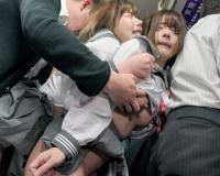 [深田えいみ 麻里梨夏]二人の女子高生が 手をつないで怯える反応を楽しみながら痴〇する畜生痴〇師!