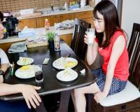 [松田美子]生活と夫との擦れ違いの日々に不満を感じる若妻がメーカーの人妻募集に目が止まり面接のつもりがチ〇ポ舐め…