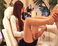 〝美人OL/盗撮まっさーじ〟足ツボからお股をどんどん広げられて、脱がされて…///