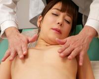 (有村のぞみ)貞淑美人妻が中年医師の繊細なフィンガーテクで痙攣アクメ恍惚絶頂…
