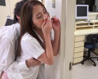 【逆レイプ誘発ナース】母のお見舞いで医院に露出白衣の天使がベロチュー手コキしてきて制服着衣立ちバック声我慢ハメしちゃった