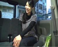 【人妻ナンパ】笑顔がエロカワ♪買い物帰りの奥さまが車内でおチンチンを咥えてフェラ抜き♪