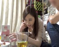 【佐々木あき】三十路の超絶美人な美人妻を自宅に連れ込みイチャラブ中出しセックスに持ち込む!