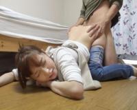 【篠田ゆう】美人で美巨乳・巨尻な家事代行おばさんのピタパン尻に勃起が我慢できず、力づくで押さえつけて犯しちゃう!