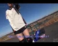 【香純あいか】バレーボールばっかりしているスポーツ女子の激カワ女子大生が、MM号に乗って、電マ責めされアヘ顔でヒクヒク痙攣しながら大量潮吹きしちゃって、そのまま肉棒を挿入して、電マを当てながら騎乗位して、バックでの波打つ美尻がエロ過ぎて尻射させちゃう♪