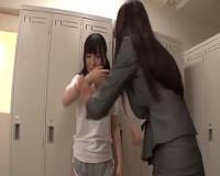 爆乳女教師が、道を踏み外しそうな童顔ロリ女子校生にレズプレイをしちゃう♪
