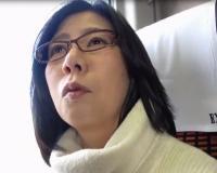 【人妻×不倫旅行】旦那とはセックスレスで欲求不満な40代の眼鏡美女奥さんが温泉旅行で欲望を満たすNTRセックス