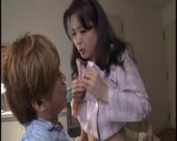 【三浦恵理子】オナニーでは鎮められない疼きに堪えかね、肉棒欲しさに娘夫婦の寝室に忍び込んだ未亡人