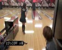 【風俗嬢】風俗嬢のりあすちゃんとゆいかちゃんの二人組がとびっこ挿入しながらのボーリング対決してます