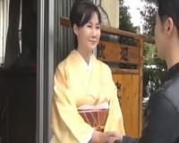 【赤坂ルナ】五十路の妖艶な着物姿の女将が、気に入った客を熟れたカラダでおもてなし…♡