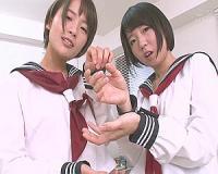 2人の制服美少女がパンチラしながらいやらしい挑発を繰り返す!