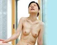 六十路なのに…ムスコ棒を突きまくられてイキまくる高齢熟女母! 秋田富由美