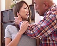 夫に浮気され、相談した義父にカラダを許す若妻 通野未帆