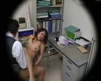店長室でお姉さんがハメられちゃうところを隠し撮り!!!