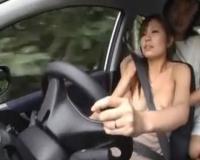 美人妻のおっぱいを露出して車を運転させながら、指マンしたり、おっぱいを揉んだりしちゃいますぅ!!!