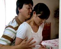 【寝取られ】お金欲しさに妻と娘を他人の男にハメさせる父親!!