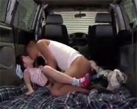 無垢なロリっ娘を車で犯して自宅に連れ去り更に犯しまくるおっさん!