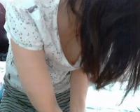 [ライブチャット]真面目系の眼鏡っ子美少女がニコ生でうっかりロケットおっぱい乳首ポロリ配信♡