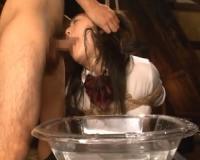 【つぼみ】ブレザー姿のロリロリJKがボウルに入った水に顔を突っ込まれる水責め&濃厚緊縛セックス!