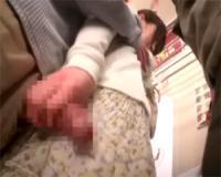 電車で囲まれ触られまくり感じすぎてチンポを握ってシゴいてしまうOL