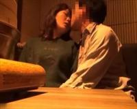 個人撮影 やらかしてるな…居酒屋さんの個室でガチセックスしちゃってる男女の動画がエロス