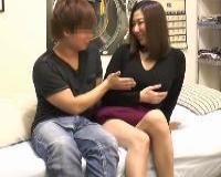 【人妻ナンパ】イケメン男子から胸を触られキスもされフェラチオから寝取られるお持ち帰りされた美熟女さん
