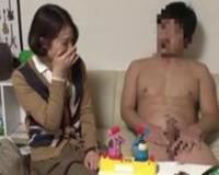 【人妻ナンパ】カッチカチの露出チンポに興奮してしまった美熟女さんがベロチュウ堕ち、乳首とマンコを露わに中出し不倫ファック