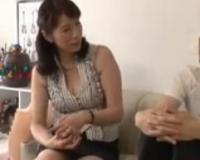 【人妻ナンパ】ミニスカ姿の胸元がエッチな熟女妻を口説いて寝取ります。しかも隠し撮り部屋での中出しファック