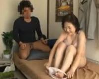 【人妻ナンパ】家事代行からきた還暦六十路の熟女家政婦がマッサージから寝取られます。しかも生ハメ激イキ中出しファック