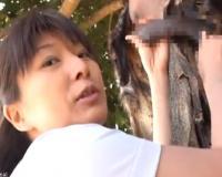 【密着ドキュメント映像】日本の熟女看護師がアフリカで原住民の童貞少年に筆おろしボランティア