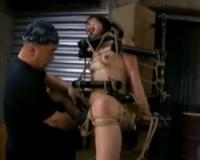 鋼鉄の機具で完全拘束され玩具責めに狂うM女 管野しずか
