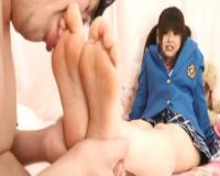 ローファー&紺ハイソをクンクン嗅いでベロベロ足舐め♡制服娘に足でシコられ大興奮♡変態性癖男です。