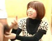 【赤面手コキ】20歳販売員の玉撫で手コキで大量ザーメン発射!【センズリ鑑賞/ガチ素人/ナンパ】