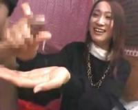 【赤面手コキ】「え〜無理っ!」21歳美女が嫌がりながら手コキ抜き!濃厚ザーメンたっぷり射精へ【センズリ鑑賞/ガチ素人/ナンパ】
