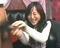 【赤面手コキ・チ○ポ飴】「無理ムリ!えっ、ホントに触るの!?」広末涼子似の美女に手コキ強要/センズリ感謝/素人AV出演